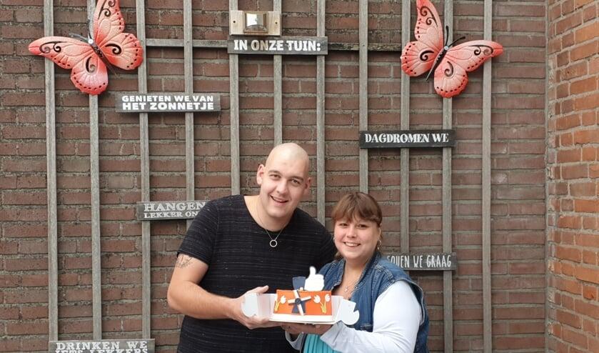 • Eveline de Kuiper en Robert van de Graaf uit Nieuwpoort wonnen deze maand de taart van de actie Mooi Molenlanden van VVD Molenlanden.