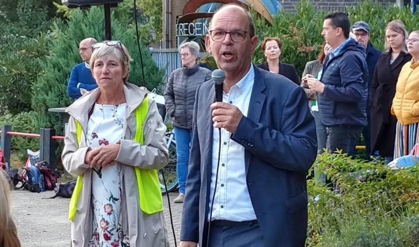Wethouder Hans Tanis op De Regenboog in Nieuwendijk.