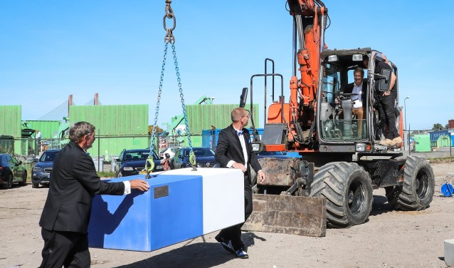 Eerste steenlegging nieuwe bouwhallen Mispelgat Foto: Lya Cattel © Bommelerwaard
