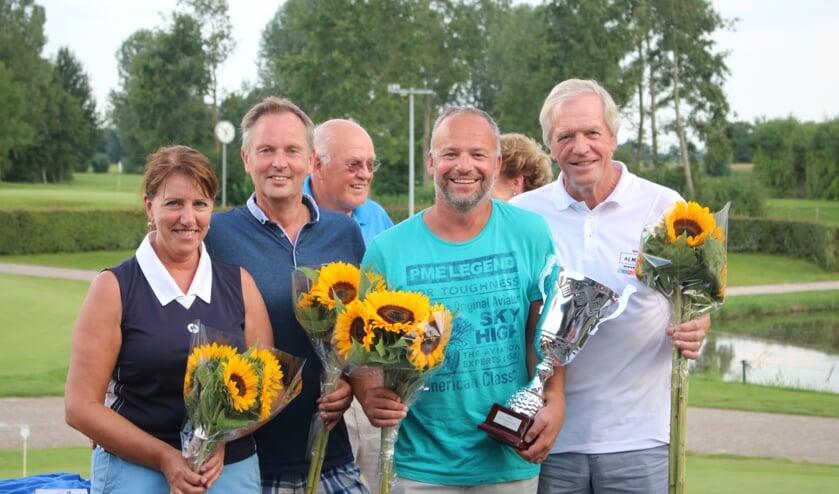 • Het winnende team van de 21 dorpen golfwedstrijd.