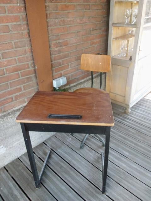 School Tafeltje En Stoeltje.Oud School Tafeltje Met Stoeltje Marktplein