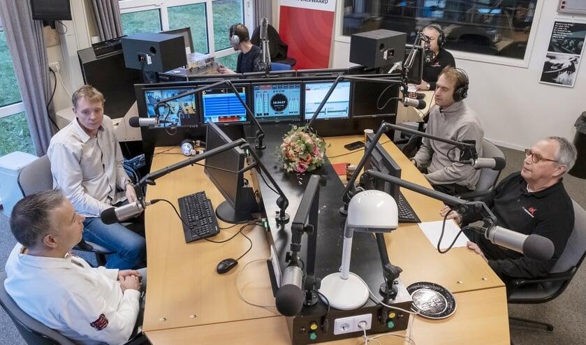 • Gezellige drukte in de studio van RTV Krimpenerwaard.