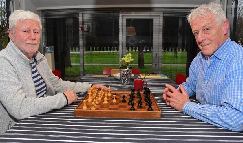 • Twee van de vier schakers, Rob Klip (l) en Jaap Bonninga.