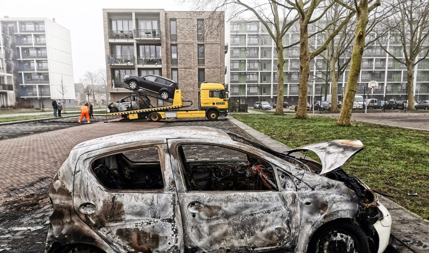 • Autobranden, zoals die in Vianen, zorgden onder andere voor veel schade aan het wegdek.