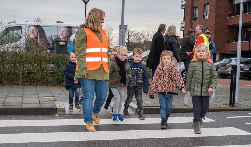 Brede school leert veilig oversteken