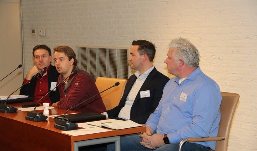 • Panelleden achter de tafel, v.l.n.r.: Wolter Ziggers van de Omgevingsdienst Regio Nijmegen, Kees Kroes van LTO Noord, John Horrevorts van RE-N Tehcnology BV en Henk van Vuren.