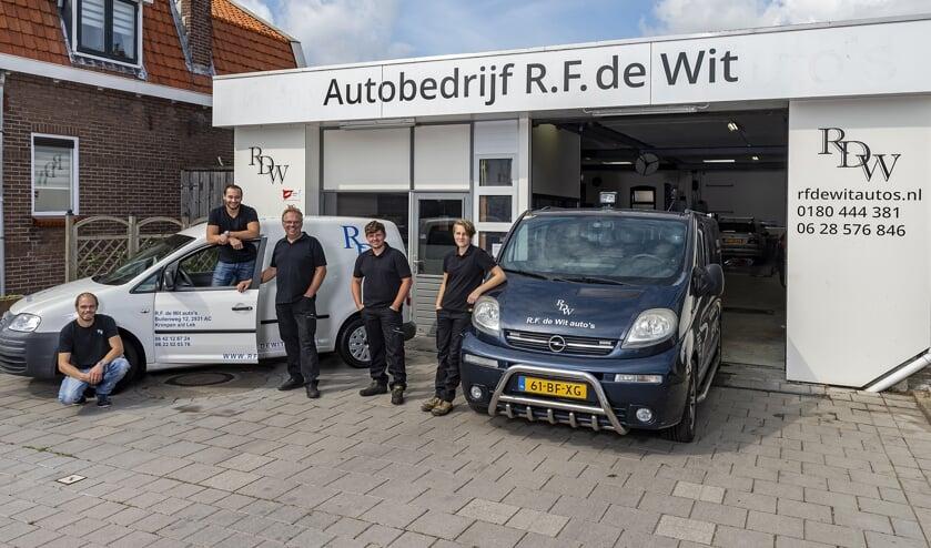 • Het team van R.F. de Wit Auto's.