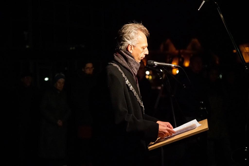 Holocaustmonument Levenslicht onthuld Foto: Nico Van Ganzewinkel © Leerdam