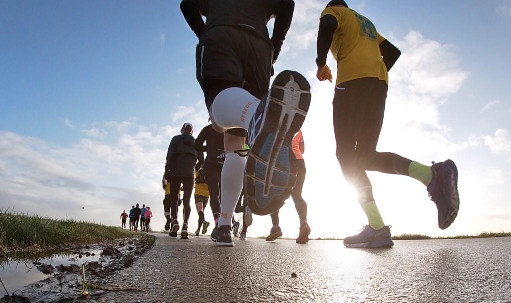 • Zondag was de laatste van drie trainingslopen voor de Two Rivers. Foto: Two Rivers Marathon © Bommelerwaard