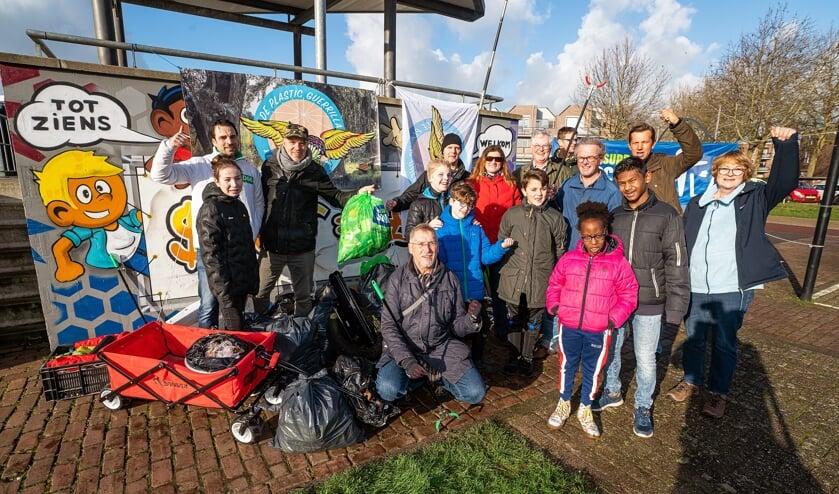Plastic Guerrilla ruimt zwerfvuil op in Leerdam-West