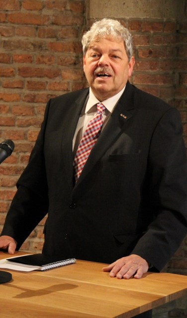 • Tjerk Bruinsma, oud-burgemeester van de gemeente Krimpenerwaard.