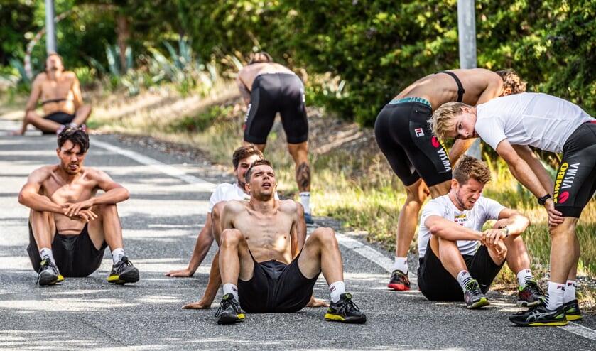 • De schaatsers van Team Jumbo-Visma zijn kapot na de beruchte hillrun tijdens het trainingskamp in Toscane. Het is een van de door Stephan Tellier ingestuurde foto's voor de Zilveren Camera (sportcategorie).