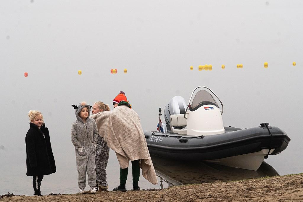 Nieuwjaarsduik 2020 in Herwijnen Foto: Nico Van Ganzewinkel © Leerdam