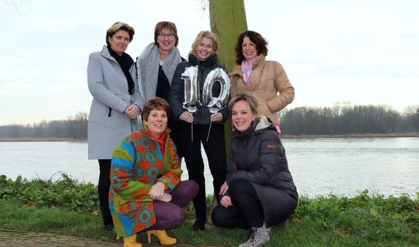 • De organisatoren van de Vrouwendag Alblasserwaard. Op de foto ontbreekt Erica van de Lustgraaf.
