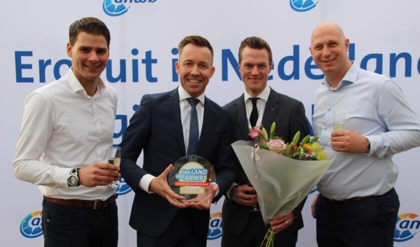 • Het managementteam van Avonturenboerderij Molenwaard, met als tweede van links Michael van Hoorne.