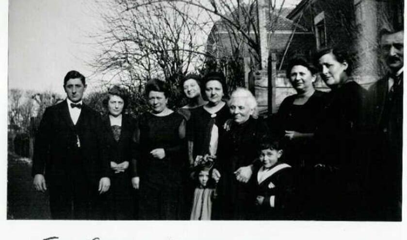• Foto van de familie Schenk die een huis bewoonde aan de Albrecht Beijlinggracht in Schoonhoven.