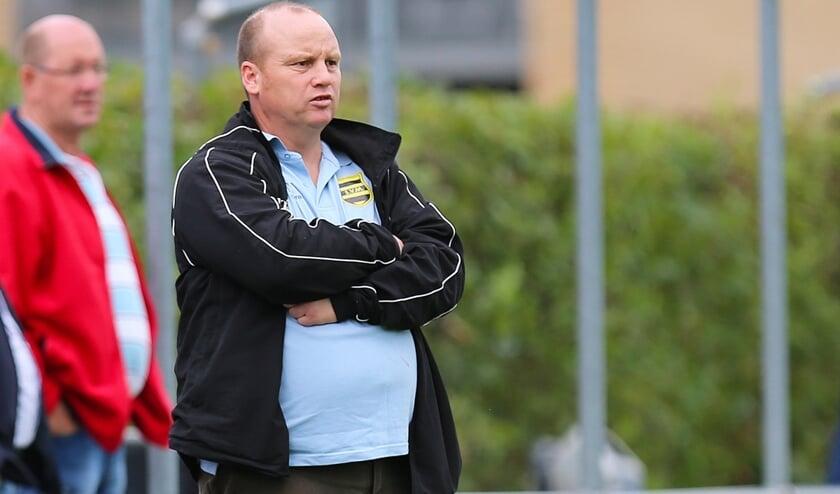 <p>&bull; Bert Buizert, destijds nog als trainer-coach van SV Meerkerk.</p>