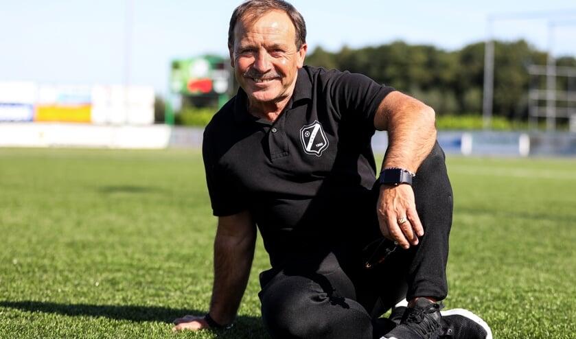 • VVAC-trainer Miguel Munoz.