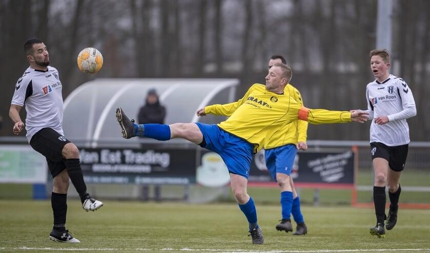 • Aanvoerder Niels Kraay (midden) is mogelijk aan zijn laatste seizoen bezig.