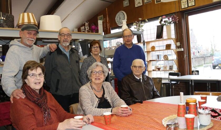• Een vaste groep vrijwilligers tezamen aan de koffietafel