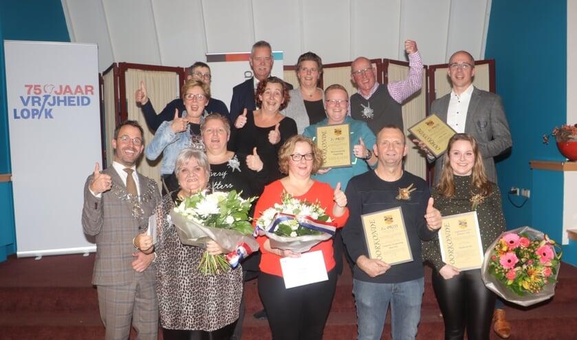 • De prijswinnaars met rechtsonder Yvonne de Wit (winnaar jongerenaward).