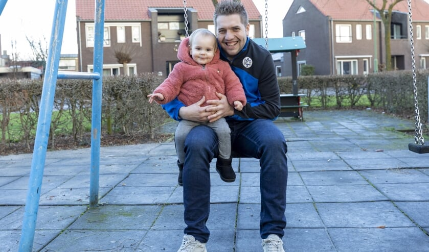 • GRC 14-speler Ricky Vroon samen met zijn dochtertje Tess.