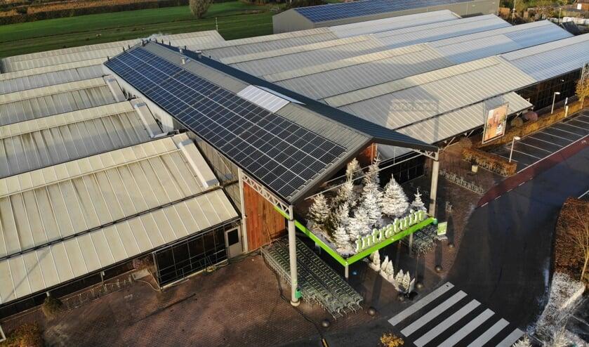 • Zonnepanelen op dak bij Intratuin IJsselstein.
