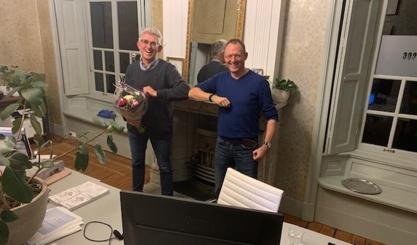 <p>• Peter Wemmers (r) volgt Cees Kortleve (l) op als voorzitter van De Alblas.</p>