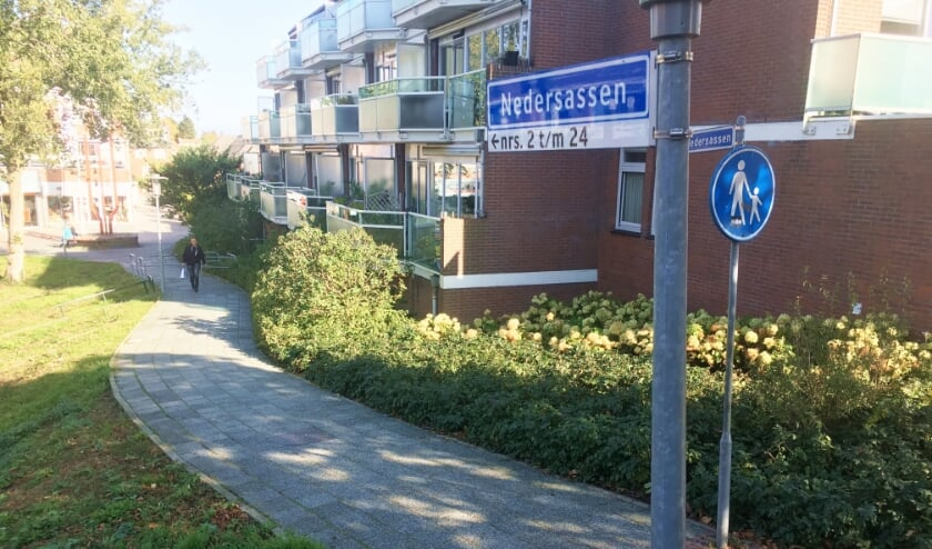 <p>• Het voetpad langs de Nedersassen.</p>