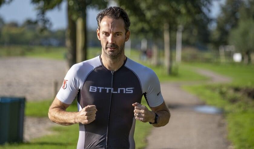 <p>&bull; Mark Verkerk voltooide zijn eigen Iron Man van de Krimpenerwaard.</p>