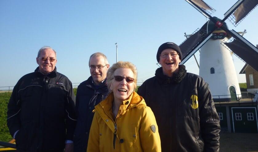 <p>De commissie van het boek, met v.l.n.r. Dirk de Regt, Jaap Stam, Nelly Sonneveld, Ab Boer.</p>
