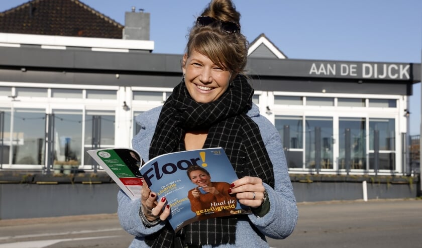 <p>&bull; Lisanne van Erk nam maandag het eerste exemplaar van Floor! in ontvangst.</p>