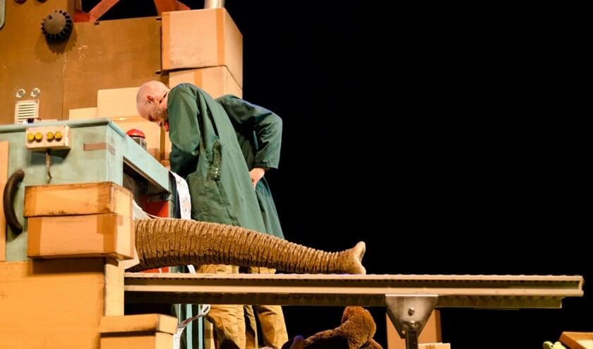 • Een scène uit de voorstelling 'Wachten op Cadeau'.