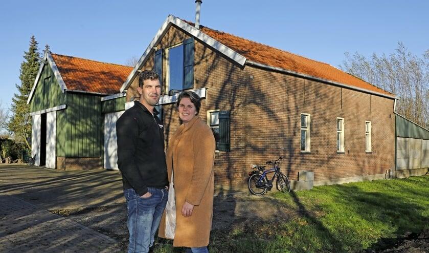 <p>&bull; Cees en Marije IJzerman op de bouwlocatie.</p>