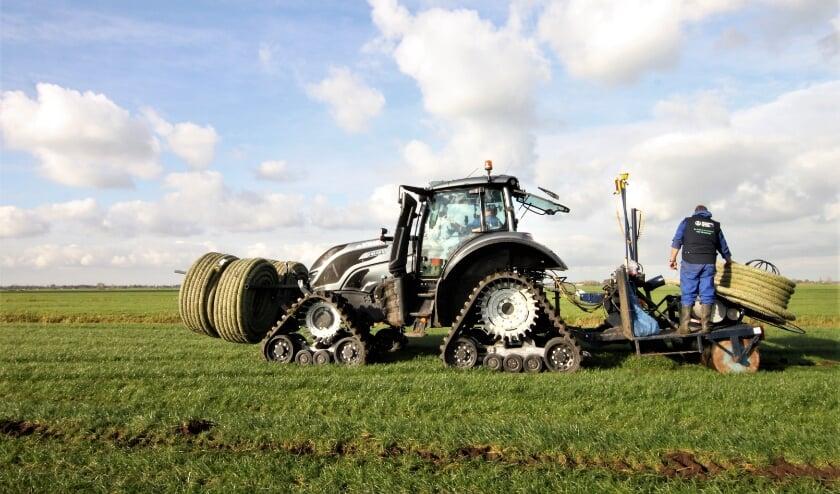 <p>&bull; De speciale tractor die de drainage aanlegt. &nbsp;</p>