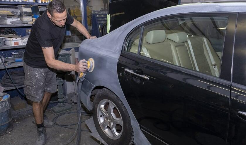 <p>&bull; Autoschadeherstel is bij Vermeulen Autoschade in goede handen.&nbsp;</p>