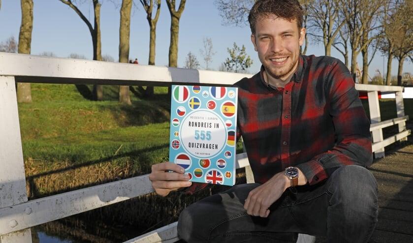 <p>• Tim Hartman presenteert vol trots zijn eerste quizboek.</p>