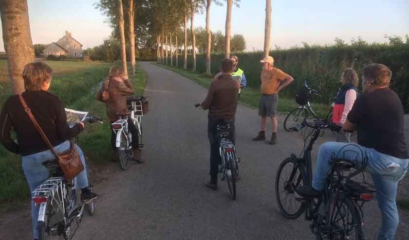 <p>&bull; De werkgroep verkent de route per fiets.</p>