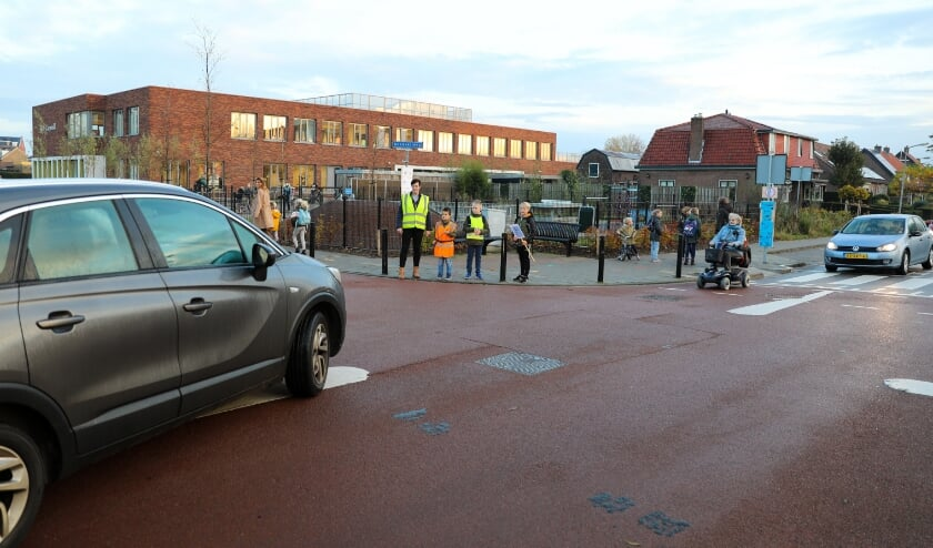 <p>&bull; Begin november werd er een verkeersactie gehouden bij de school om aandacht te vragen voor de gevaarlijke situatie.</p>