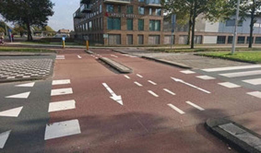• Tweerichtingsverkeer voor fietsers op de rotonde van de Burgemeester Keijzerweg.