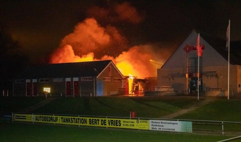 <p>• De kleedlokalen van BZC'14 in Brakel zijn in vlammen opgegaan.</p>