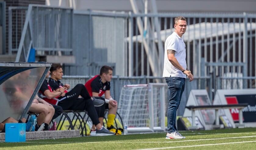 <p>• Nivo Sparta-trainer Niels Blom.</p>
