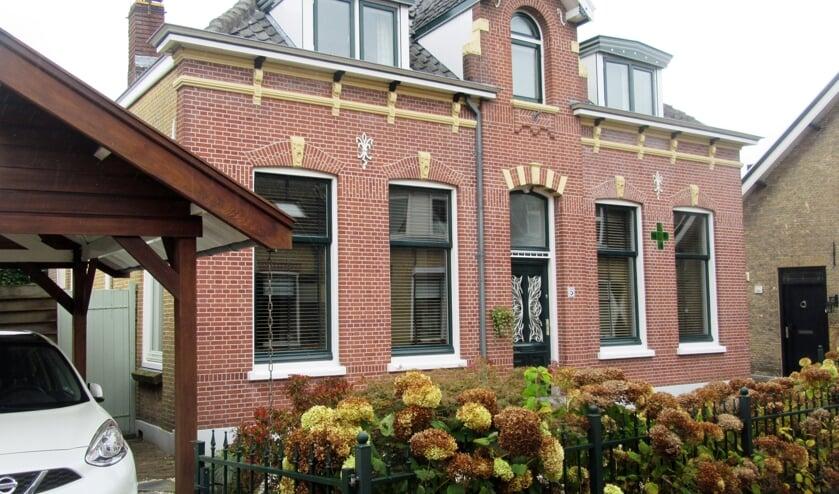 <p>• Het fraaie woonhuis aan de Schoolstraat 5 in Lekkerkerk.</p>