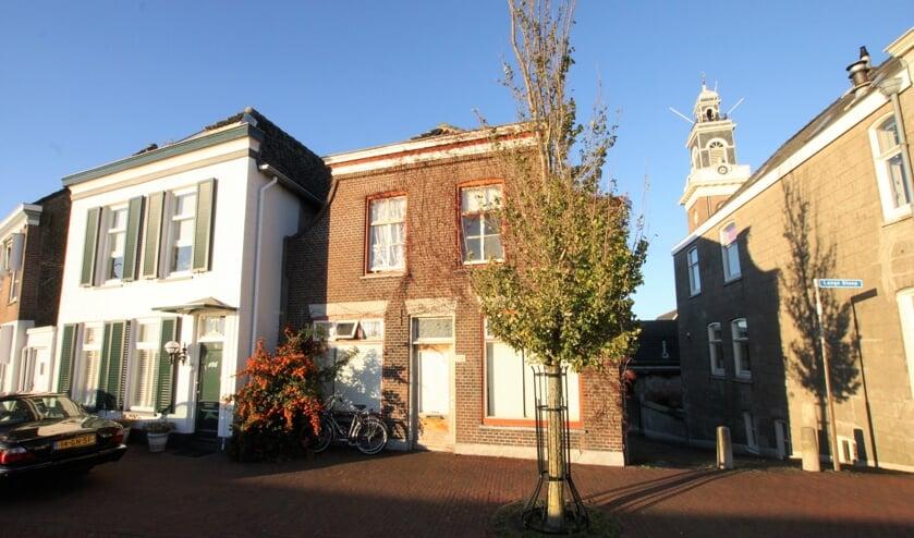 • Het pand aan de Voorstraat 144 in Lekkerkerk.