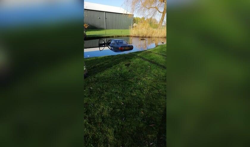 <p>• De auto kwam in een vijver tot stilstand.</p>