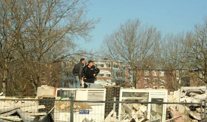 <p>Zoals flats in IJsselveld-Oost zijn afgebroken voor nog hogere hoogbouw, zo voelt ook de bewonersgroep zich afgebroken. (Archief L. Verwegen)</p>