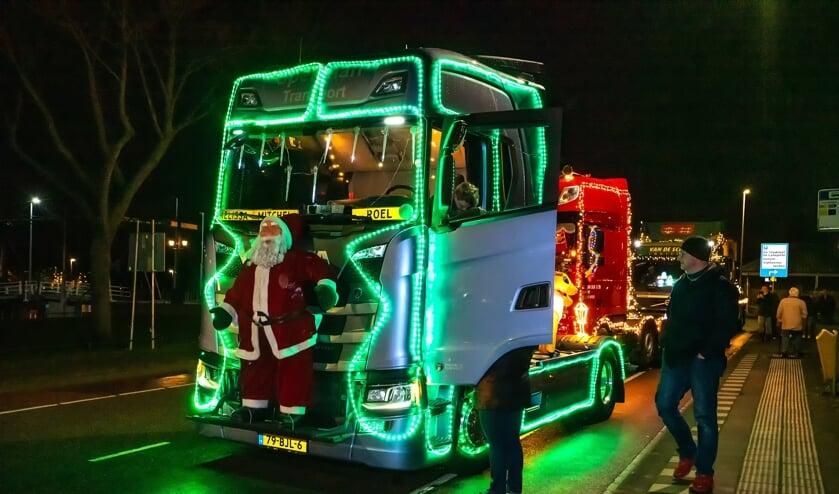 Met verlichte trucks en kerstliedjes langs de Hof van Batensteijn en Regenboog
