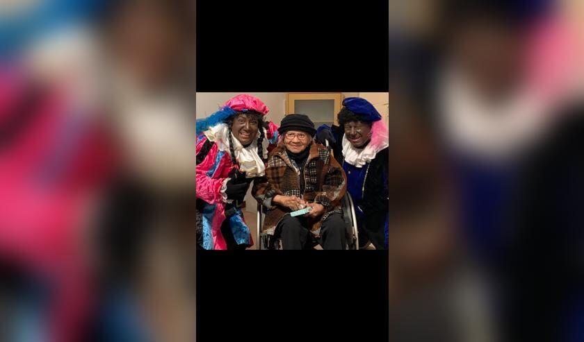 <p>&bull; Mevrouw Sol-Crawford, bewoonster van Hof van Batenstein, met dochter en schoonzoon.</p>