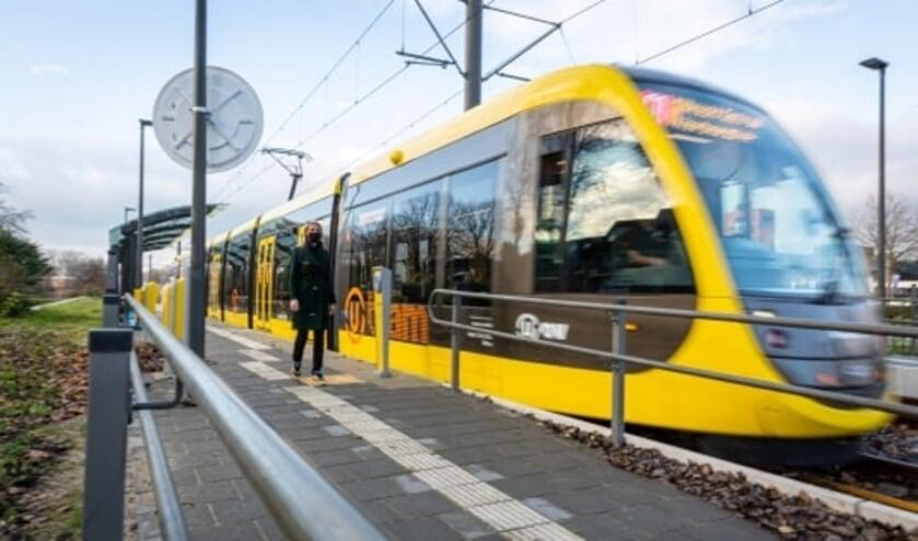 <p>De nieuwe tram op de vernieuwde halte Zuilenstein in Nieuwegein.&nbsp;</p>