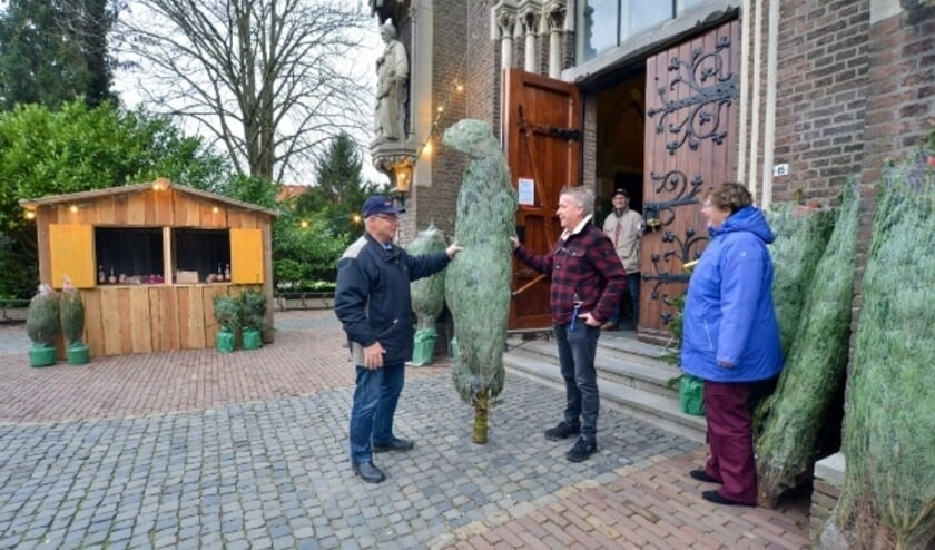 <p>Kerstbomenverkoop bij en ten bate van de restauratie van de St. Franciscuskerk</p>